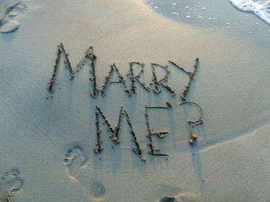 プロポーズの方法について考えている男性の気持ち
