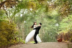 結婚式を挙げた二人