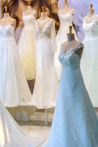 結婚式場のサロンにあったドレス