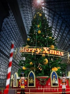 京都の高校生のデートスポット京都駅ビルのクリスマスイルミネーション