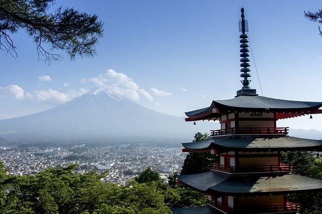 富士山を望むお寺