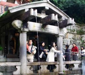 京都カップルデートに欠かせない清水寺の音羽の滝