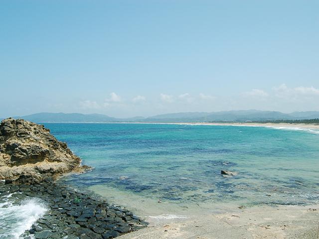 海開きを目前にした、綺麗な小天橋海水浴場