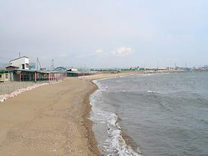 海開きをして賑わう姫路的形海水浴場