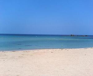 海開きした穴場の海水浴場である小浜