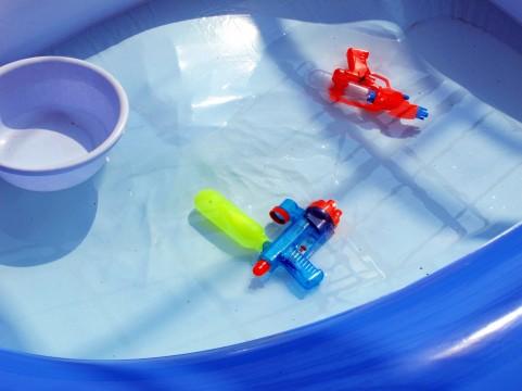 夏休みに子どもを遊ばすためのビニールプール
