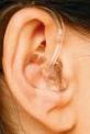 耳にかけるタイプの耳かけ型補聴器