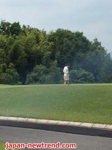 接待ゴルフでマナー違反なスロープレーをするゴルファー