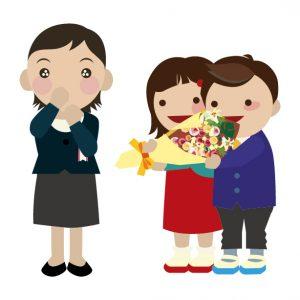 先生の退職祝に花束をプレゼントする小学生