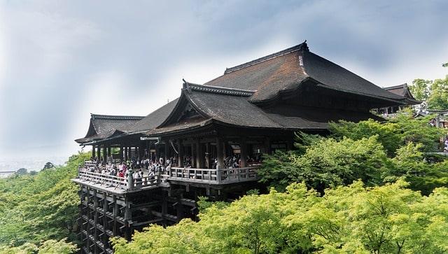 夜間ライトアップが綺麗な京都の清水寺